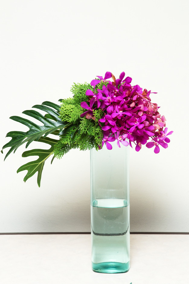 branch-two-orchid-in-glass-vase_42044-2314.jpg