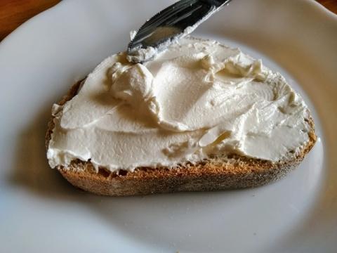 デンマーク製ARLAのクリームチーズ ナチュラル4