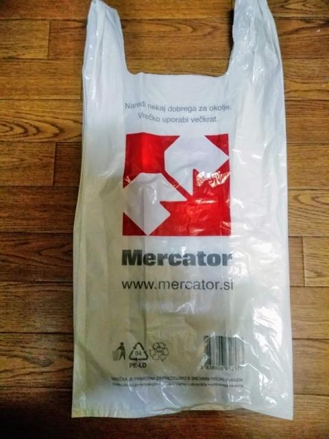 スロヴェニアのスーパーMercatorの袋