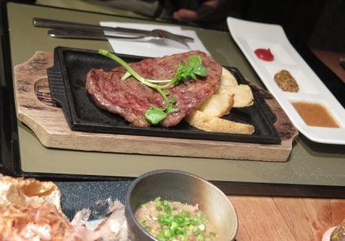 大麦牛ステーキ
