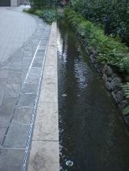 玉川上水を模した流れ