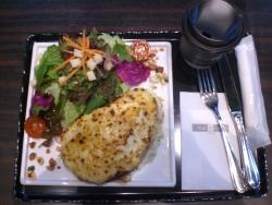 トシ・ヨロイズカの食事