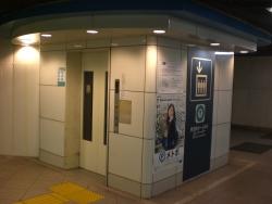 東西線ホーム行きエレベーター