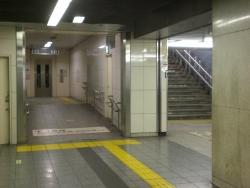 地下3階から地下2階へ