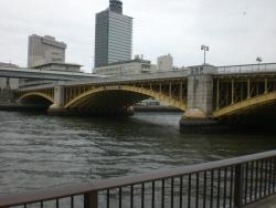 黄色の蔵前橋