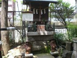 神田 柳森神社 タヌキの狛犬?