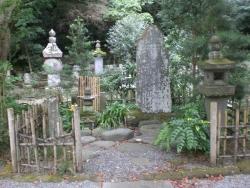 鎌倉 妙本寺 一幡の袖塚