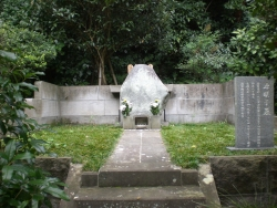 鎌倉 妙本寺 竹御所の墓2