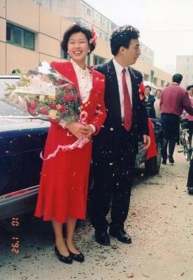 初々しいカップル。現在の結婚パーティーはもっと派手☆ 友人の結婚パーティーに招かれて。 1992年 北京