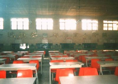 2002年頃の北京大学中国人学生食堂。いまはもっと様子が変わっているかも・・・。 2002年 北京