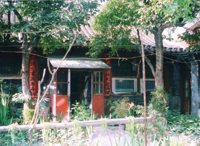作家、老舎の故居の中庭。自然を愛する家人の気持ちが伝わってくる。現在は紀念館として整備されている為、かっての面影は無い。 1993年 北京