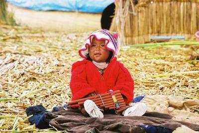 人形みたい・・・。 2003年 ペルー チチカカ湖