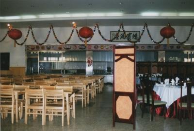北京大学勺園(留学生寮)食堂。右が点菜部、左が一般の食堂。昔とあまり変わらない。 2002年 北京