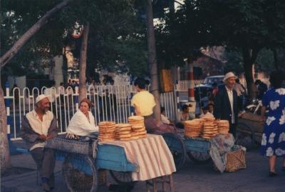 イタリア人留学生がピッツァの生地の代用によく使っていた、ナンという回族のパン。 1992年 ウルムチ
