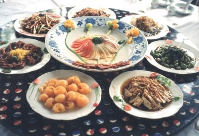 四川見た目も美しい冷菜 なかなかこのように全て整った様子を写真に納めるのは難しい・・・(皆どんどん箸を伸ばすので・・・!) 1993年