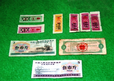 今や中国国内でもコレクターズ・アイテムとなっている糧票。全国版と地域版がある。