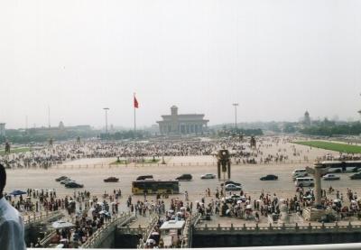 久し振りに登った天安門の楼上からの天安門広場のながめ。 2005年 北京