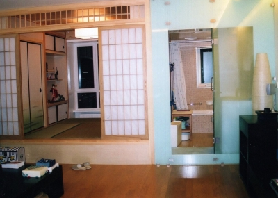3軒目の家。手前にリビング&キッチン。奥にバス・トイレ、和室。 2005年 北京