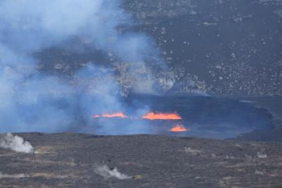 180502-ハレマウマウ火口の溶岩湖