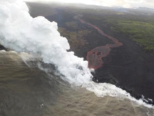 キラウエアの溶岩が太平洋に流入 2018年5月