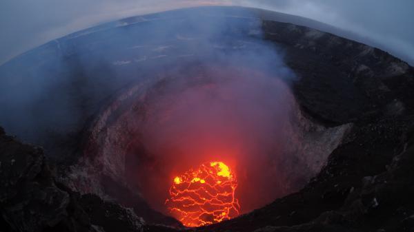 ハレマウマウクレーの溶岩が低下