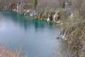 大きく広がる滝と湖