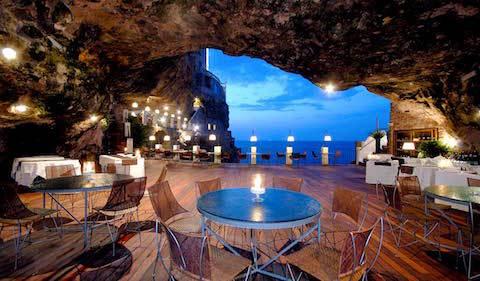 Grotta-Palazzese-tavolo-centrale.jpg