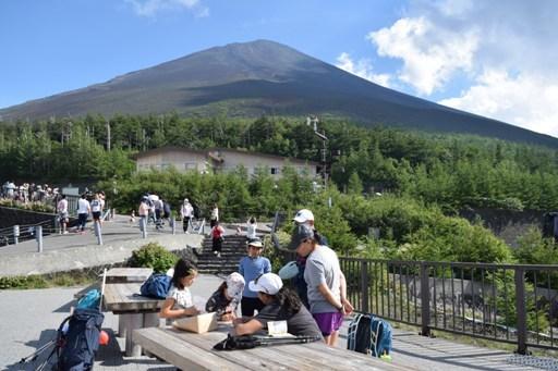 富士山でインタビュー
