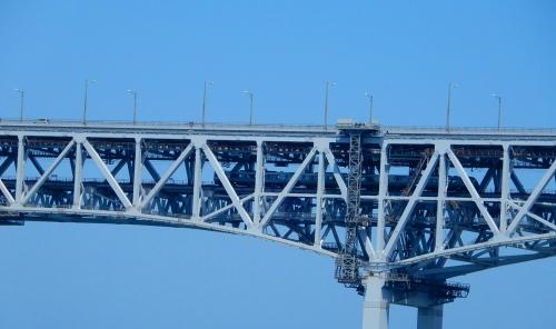 瀬戸大橋を電車が