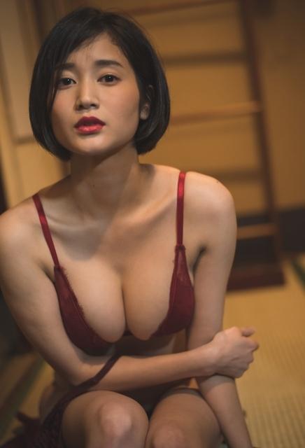 巨乳過ぎるレポーター 出口亜梨沙 おっぱいに関する画像-02