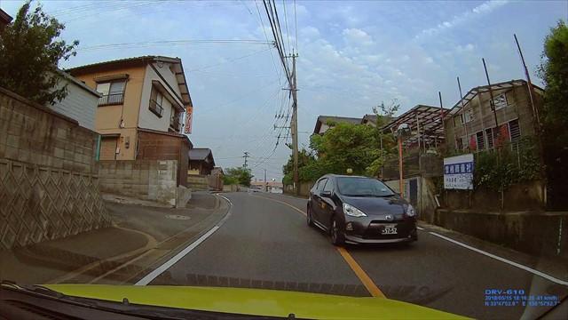 手抜き運転のタクシー-2