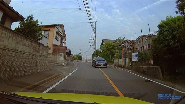 手抜き運転のタクシー-1
