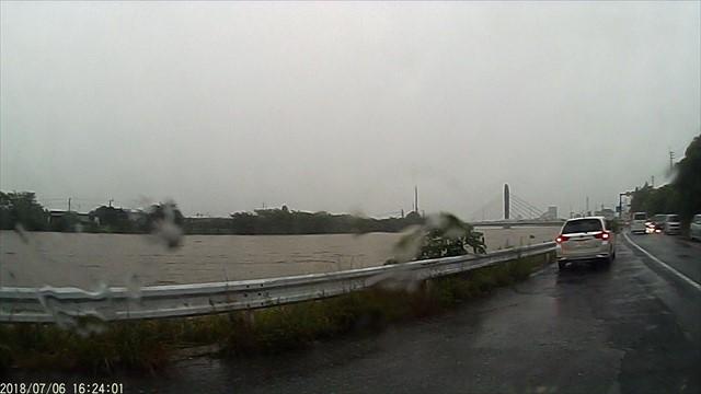 大雨で今川が危険水位