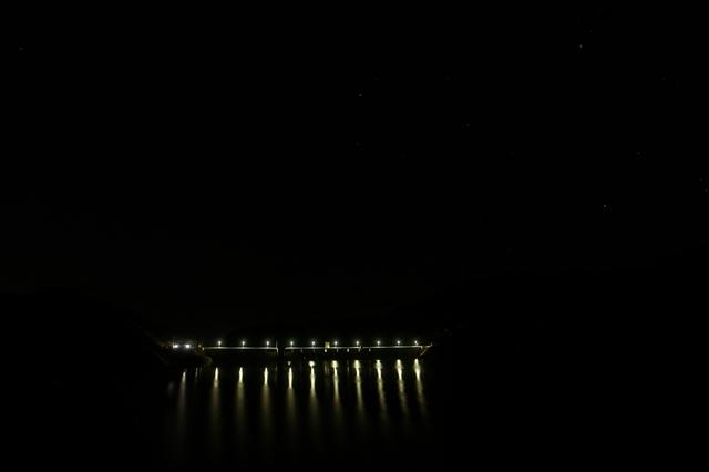 伊良原ダムの夜景