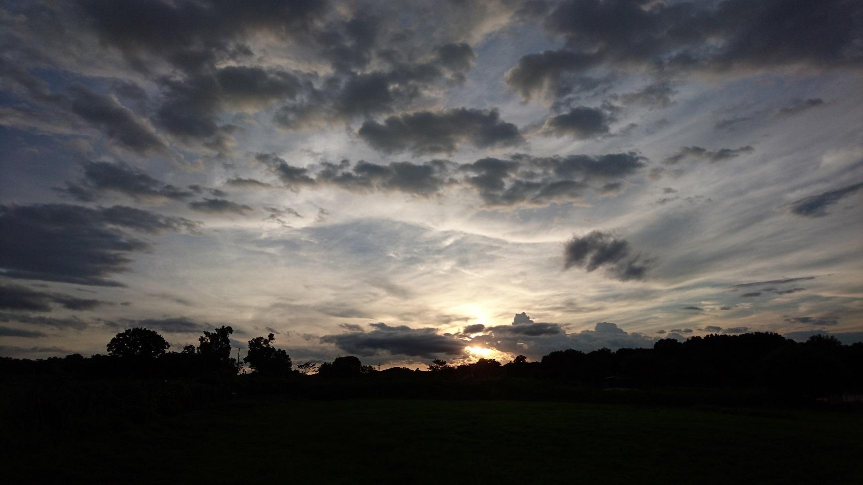 01 丘陵上 昨年の夏、農地で見た夕景