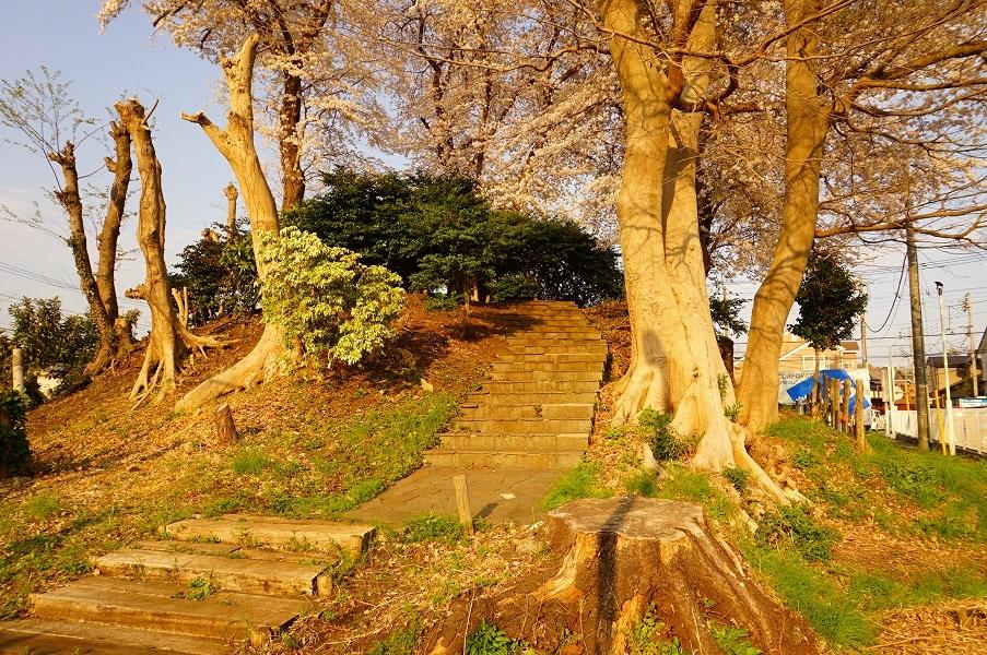 05 木曽富士塚(提灯塚)南側塚上への階段