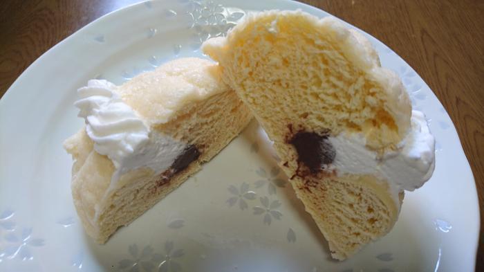 生クリームメロンパン(チョコクリーム)