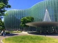 モダンな建物 新国立美術館