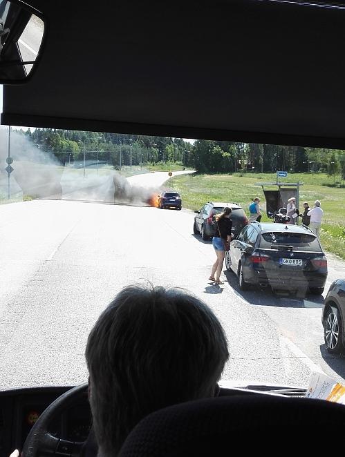 フィンランド 車炎上