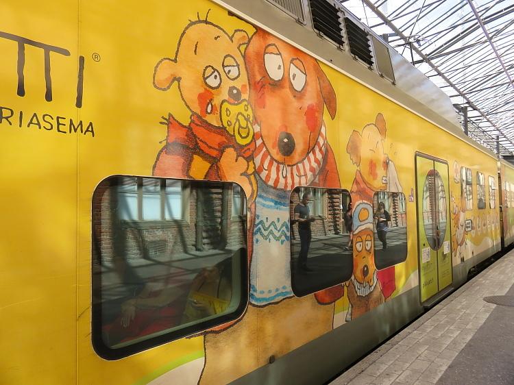 フィンランド ヘルシンキ中央駅 可愛い電車