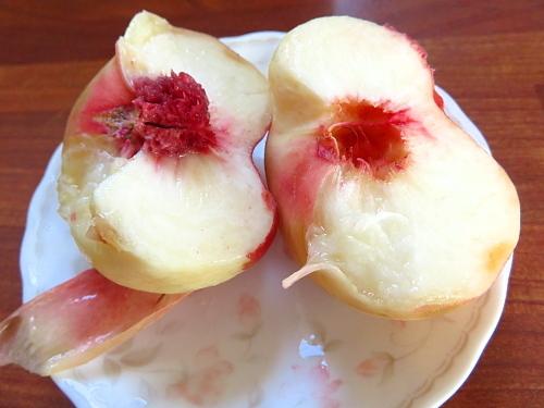 フィンランド 平べったい桃 食べごろに柔らかくする方法