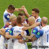 喜ぶアイスランド代表
