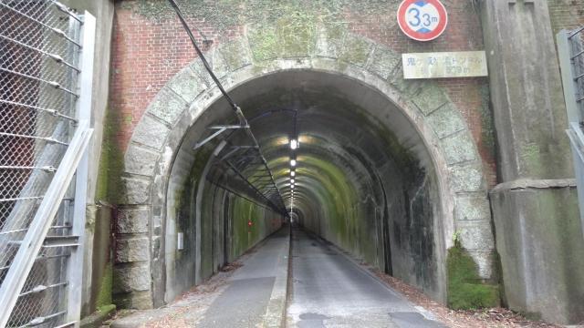 側道トンネル