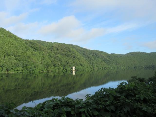 静かな川面