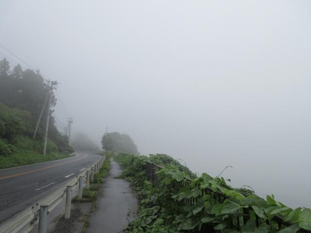 海岸も濃霧で見えず