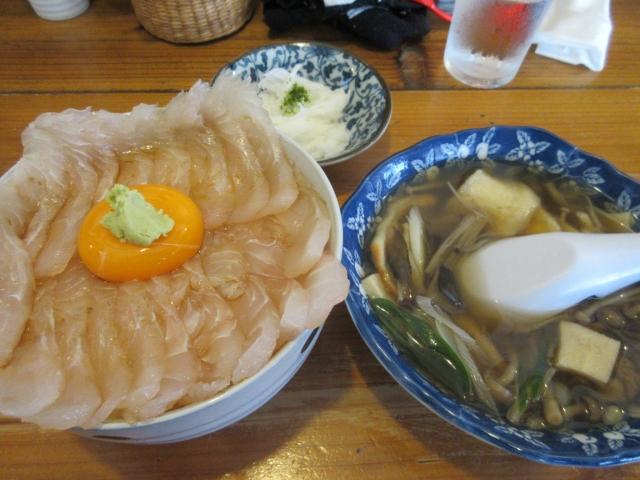 漬けヒラメ丼とせんべい汁