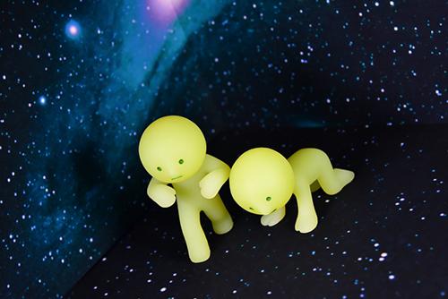 ツバキアキラが撮ったスミスキーの写真。宇宙に放り出されたスミスキー達。