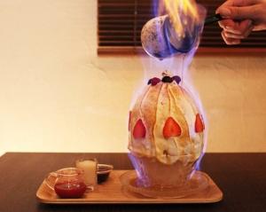 赤いベリーとキャラメルの焼き氷3