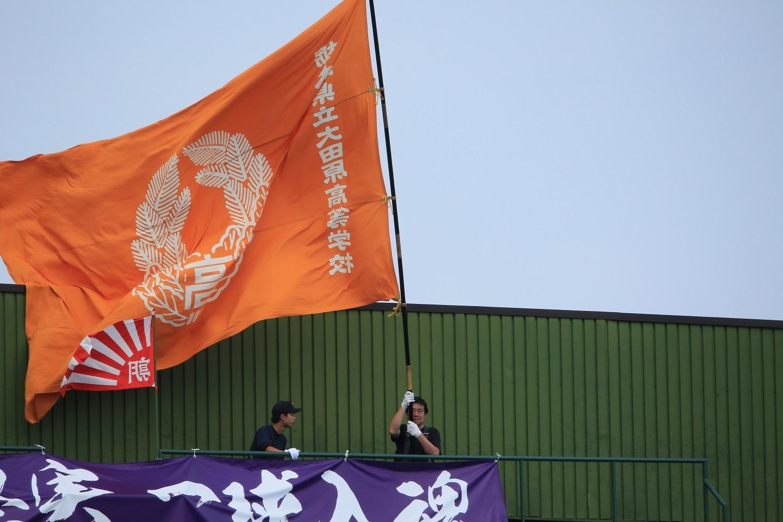 ブログ 団旗も翻って応援します.jpg