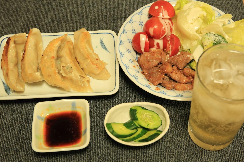 ブログ 頂きものの餃子 夕食.jpg